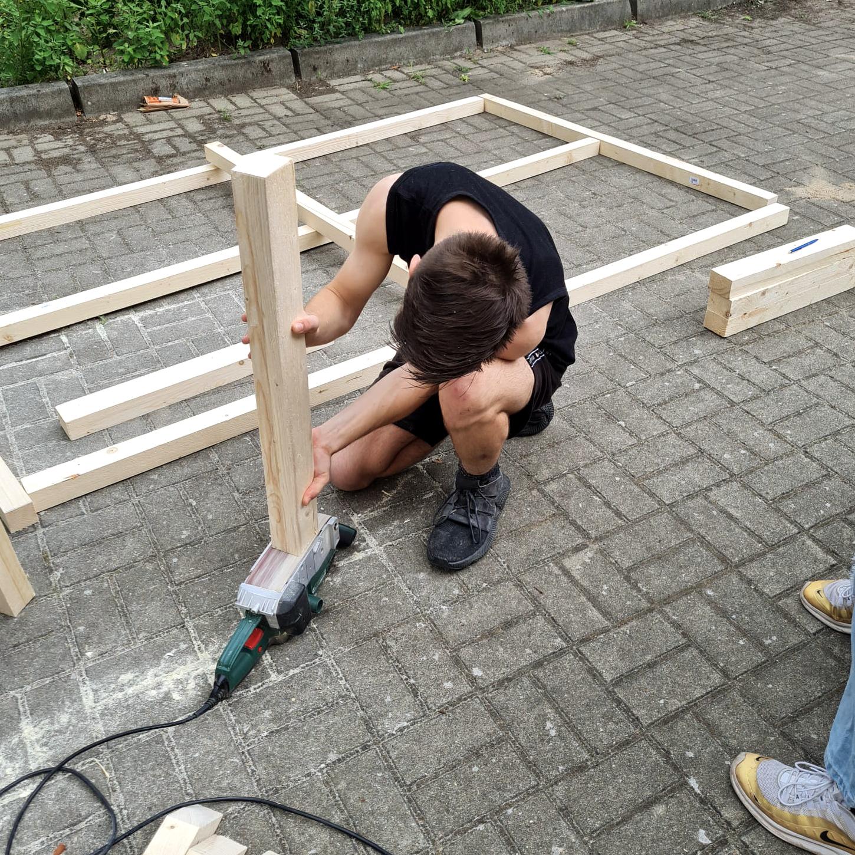Selbstgebaute Tischtennisplatte im Kinder- und Jugendnotdienst Obverhavel, Oranienburg, navitas gGmbH
